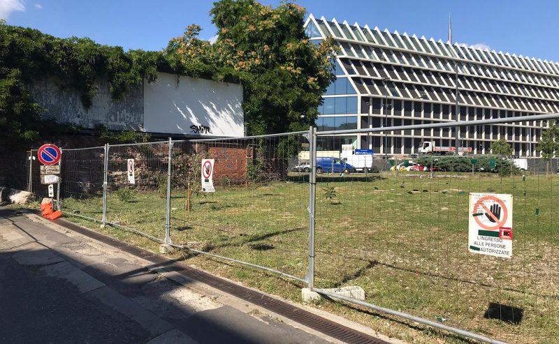 Distrutto e recintato il giardino autogestito di piazza Baiamonti