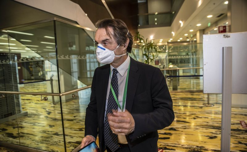 Fontana si difende attaccando la stampa: «Informazione faziosa»