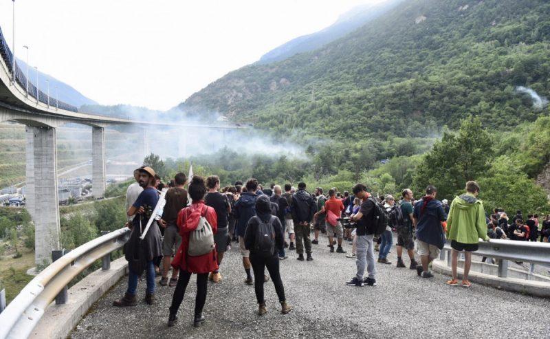 Val Susa, la protesta non si ferma. NoTav a presidio dei cantieri fermi