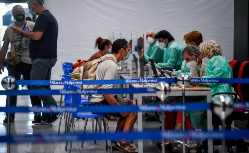 Test negli aeroporti lombardi solo per residenti e stranieri (poi il dietrofront)