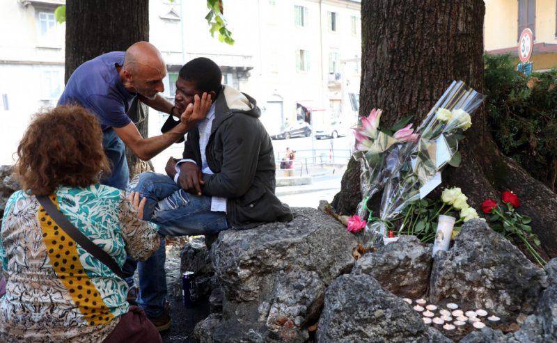 Lasciato solo con i più poveri. Ucciso in strada don Roberto Malgesini