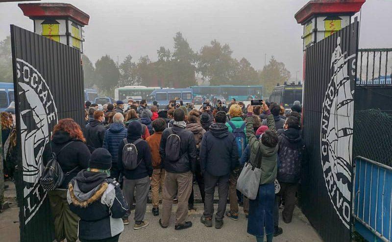 Grave provocazione contro i movimenti per la giustizia climatica. Perquisito il Centro Sociale Rivolta