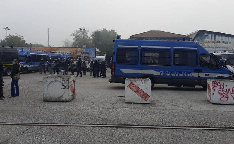 Venezia, operazione di polizia contro il centro sociale Rivolta. Gli attivisti: «È una ritorsione»