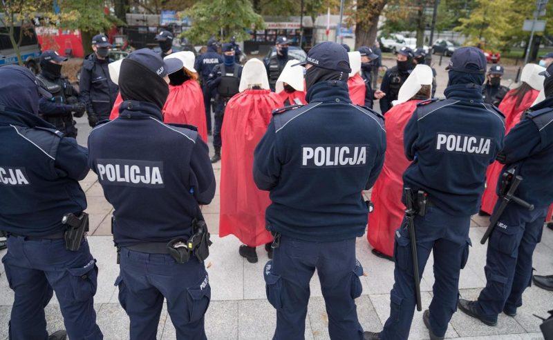 La Polonia vieta, di fatto, l'aborto