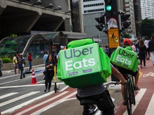"""Uber sfruttava rider """"disperati"""" a tre euro l'ora"""