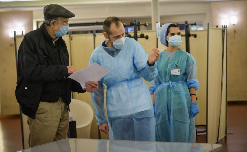 Caos vaccini in Lombardia, medici di base senza risposte