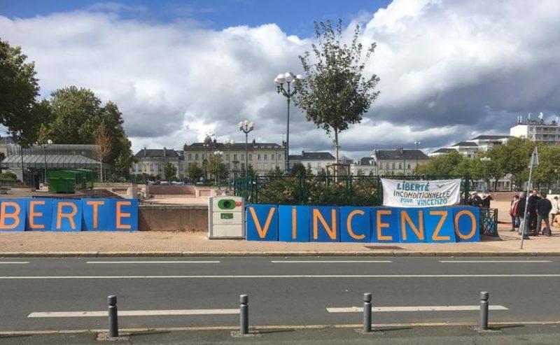 «No all'estradizione per devastazione e saccheggio». Vecchi resta in Francia