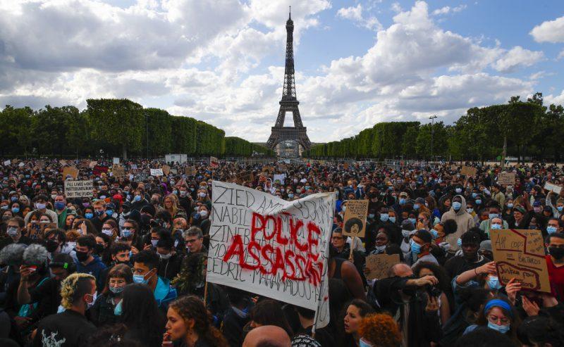 Sicurezza globale, la Francia riscrive l'articolo contestato