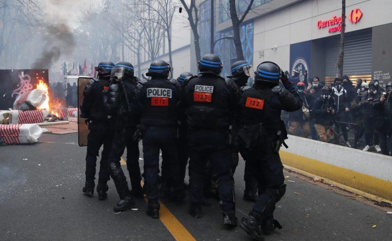 Alla «pacificazione» i francesi rispondono con nuove proteste