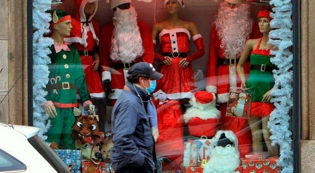 Buone feste! Ma per chi? Fotografia di un Natale surreale