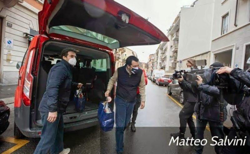 Perché lo show natalizio di Salvini è intollerabile a Milano