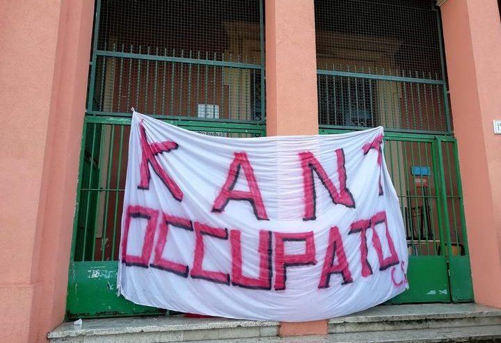 Roma – Liceo Kant occupato nonostante l'intervento della Polizia per impedirlo