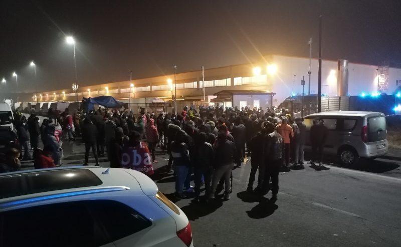 Logistica: cariche, lacrimogeni e tanta resistenza operaia fuori dalla Fedex-Tnt di Piacenza