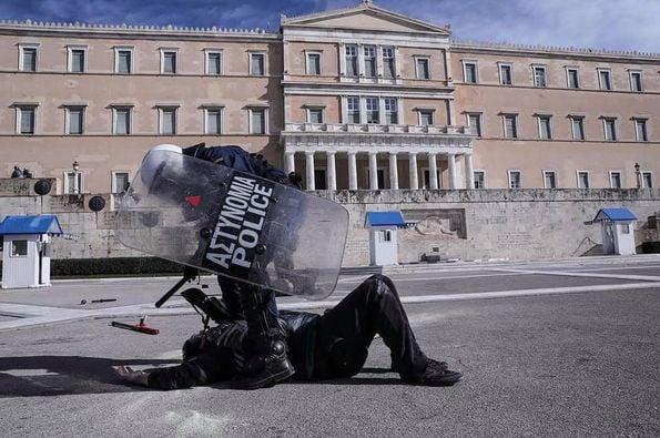 Grecia – Passa la legge che trasforma le università in caserme di Polizia