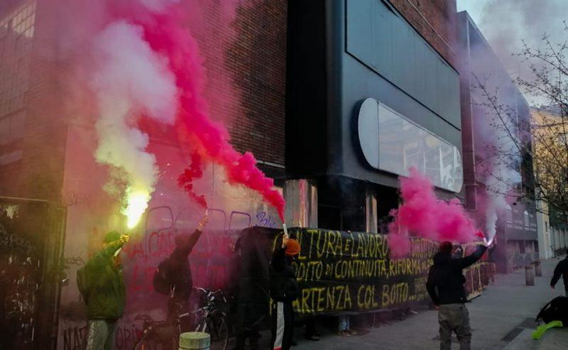 Milano, studenti e lavoratori dello spettacolo occupano l'ex cinema Arti