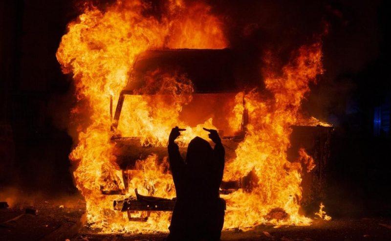 """Bristol, scontri e barricate contro il """"Police bill"""""""