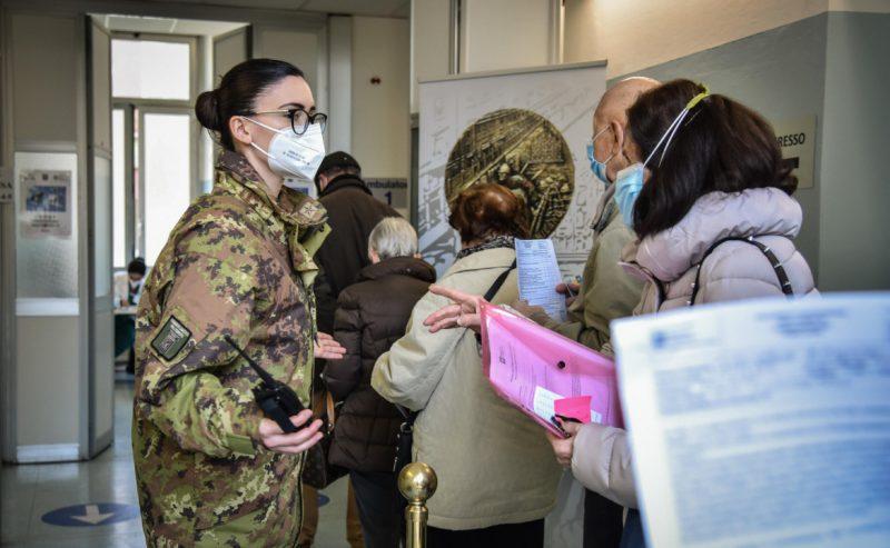 Dopo il flop vaccini per over 80 e fragili, visita di Figliuolo in Lombardia