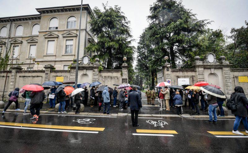 Milano, ci mancava la pioggia. Caos all'ospedale militare di Baggio