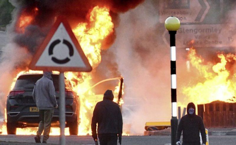 La Brexit agita l'Irlanda del Nord, tre notti di tumulti