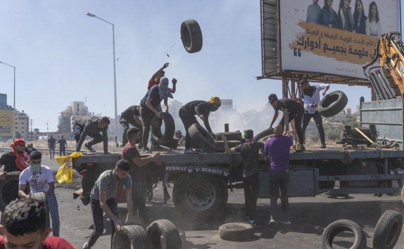 A Gaza 10mila sfollati e 125 uccisi. Proteste e morti in Cisgiordania