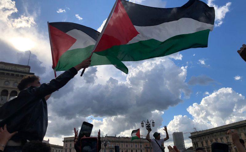 Palestina, la più grande manifestazione di solidarietà da anni a Milano